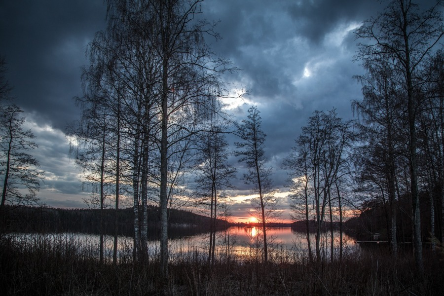 lake-scenery-1365288_1920.jpg